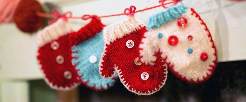 Knitted mitten Christmas bunting
